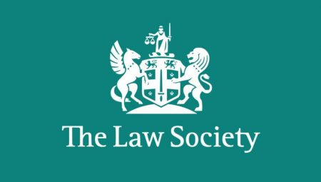 Solicitors back changes to Law Society governance